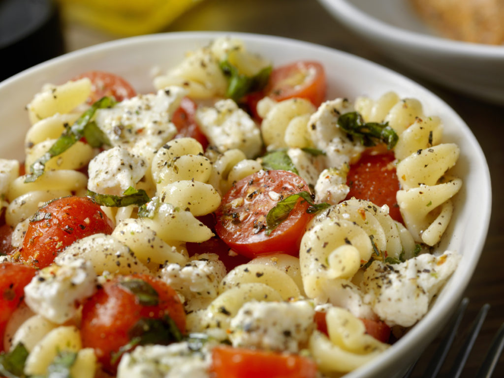 Pasta with goat cheese and tomatoes