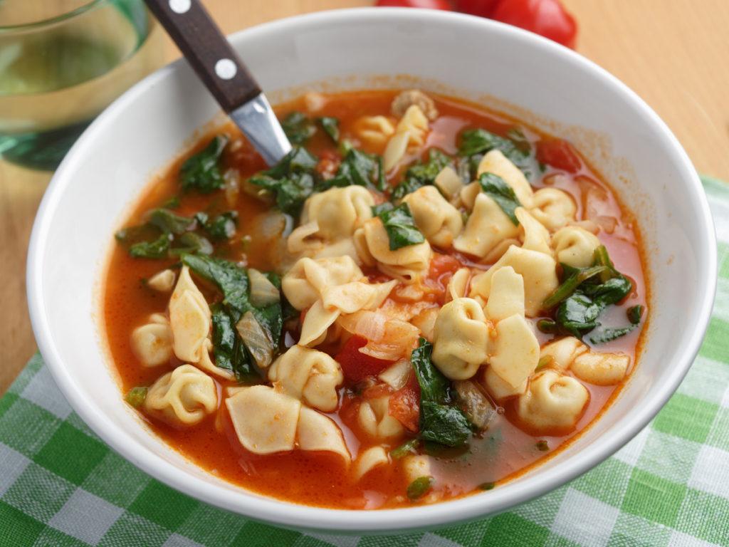 Tomato tortellini spinach soup